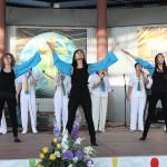 Молодежь прославляет Бога в танце