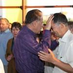 В конце служения проводились молитвы за исцеление.